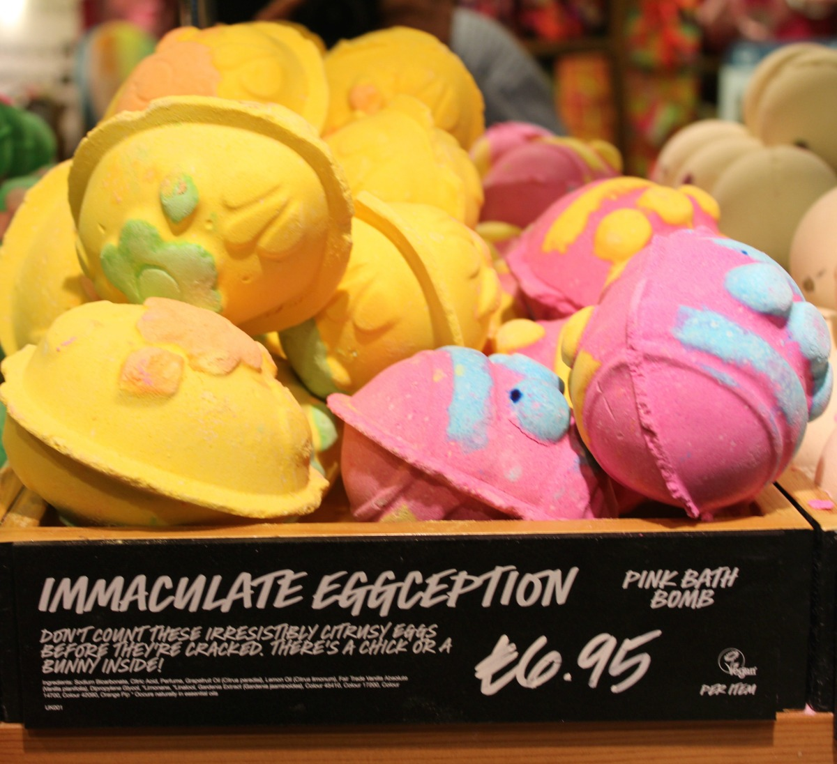 LUSH Immaculate Eggception Bath Bomb